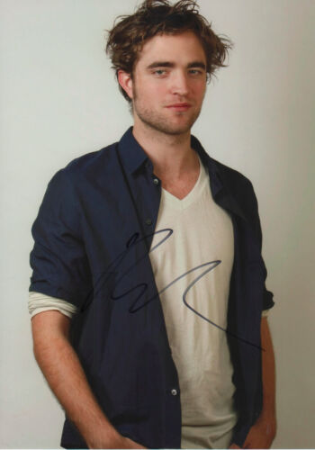 Robert Pattinson Autogramm signed 20x30 cm Bild