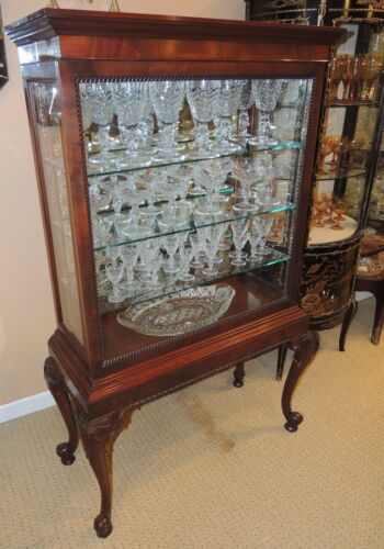 Queen Anne Style Curio/China Display Cabinet  mahogany glass sliding front door