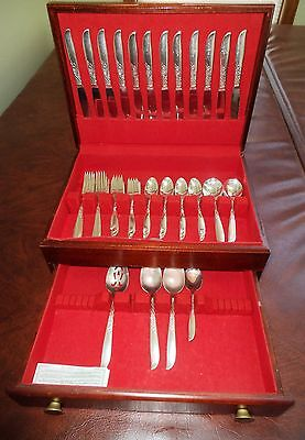 Vintage 76 pc Wm.Rogers Overlaid Silverware in a McGraw tarnish proof Wood Chest