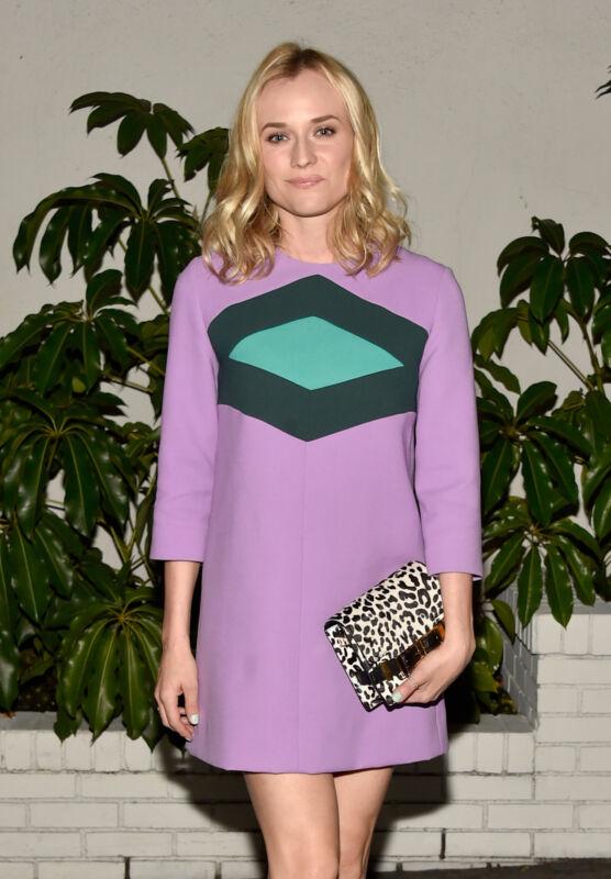 Diane Kruger beweist Stil: Zum Mini-Kleid im 60s-Stil passt die Leo-Clutch perfekt (Frazer Harrison/Getty Images)