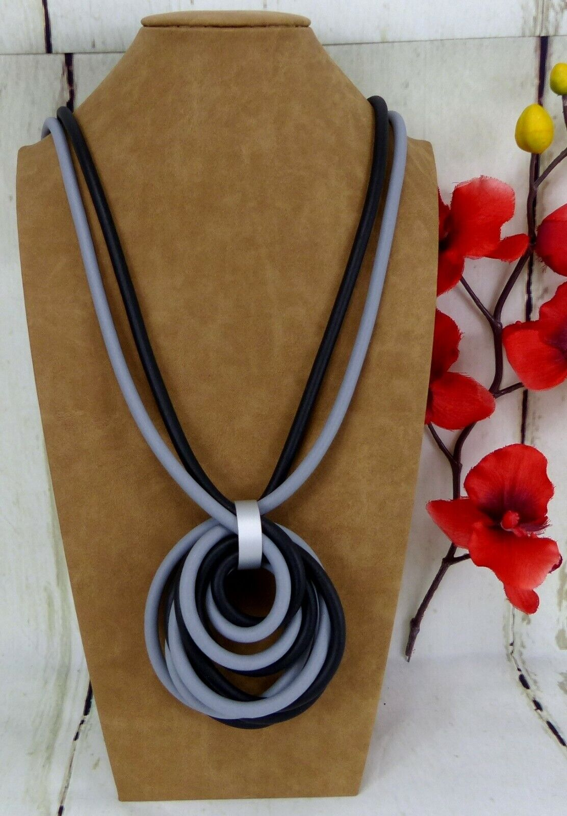 XL Modekette Damen Halskette Leder Matt Gold Anhänger