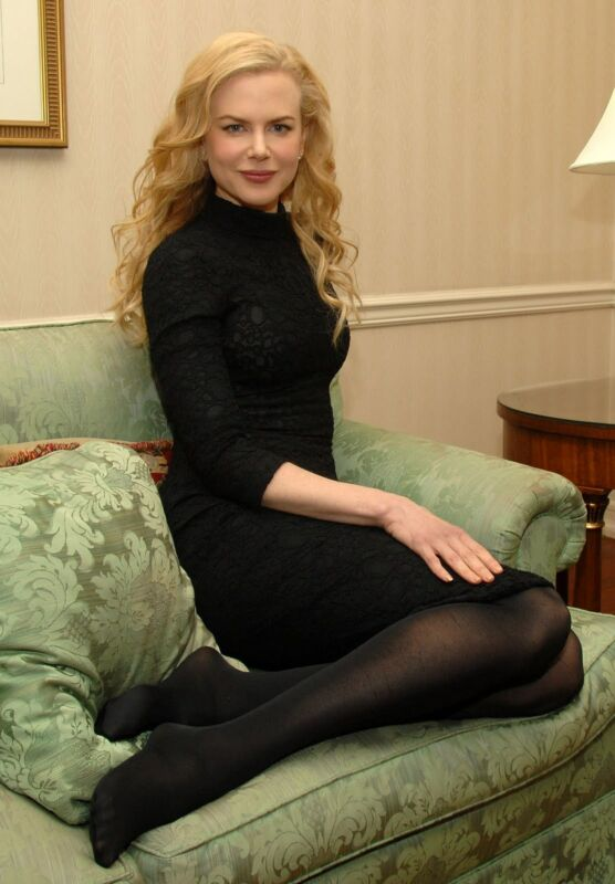Nicole Kidman Posing On The Couch 8x10 Photo Print