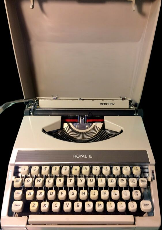 Vintage Royal Mercury Portable Typewriter (1971) Very Clean With Carrying Case