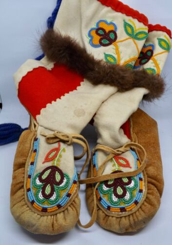 CREE MOOSE HIDE/DUFFLE WOOL HIGH TOP MOCCASINS.  About a women