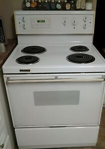 MOVING!NEED GONE! NICE STOVE! FIRST COME FIRST SERVE