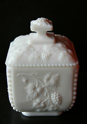 Westmoreland Beaded Edge Grapes Covered Candy Dish Trinket Box - Pretty!