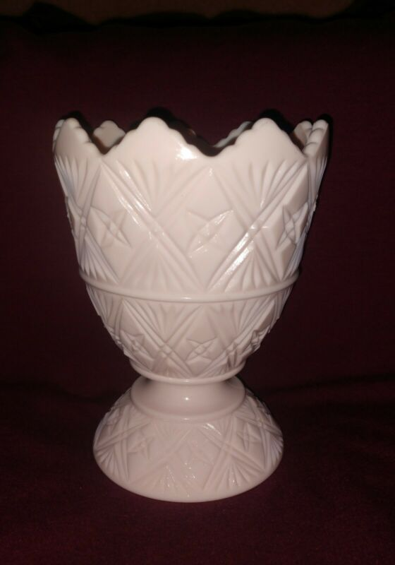 Napco 2255 jeanette pretty Shell Pink Milk Glass Footed Planter Mint