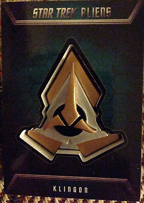 Star Trek Aliens Badge Card B2 Klingon Badge 137/200