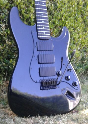 BLACKOUT STRAT REPLICA THREE HUMBUCKER