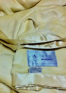 ***RARE*** 100% PURE SILK BLANKET SATIN EDGED CHAMPAGNE COLOUR Wentworth Murray-Darling Area Preview