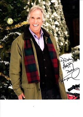HENRY WINKLER HAND SIGNED COLOUR PHOTOGRAPH 10 X 8 INCH. THE FONZ
