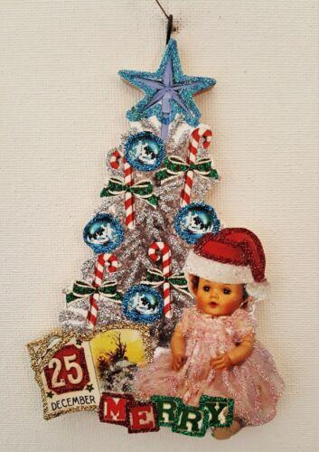 SILVER TREE w BABY DOLL, BLOCKS, DEC 25 * Glitter CHRISTMAS ORNAMENT * Vtg Img