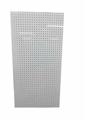 Scratch And Miscolor 1 24 X 48 X 14 White Duraboard Pegboard