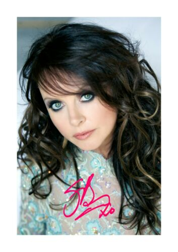 Sarah Brightman 2 A4 reproduction autograph poster with choice of frame
