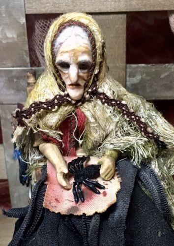 1 Pcs Creepy Tarantula Halloween Dollhouse Miniatures 1:12