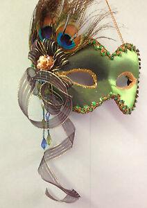 foto de Emerald Green Peacock Feather Hanging Masquerade Wall Mask