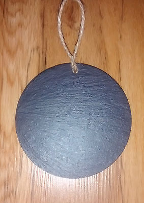 100 10cm SLATE ROUND Hanging plaques CRAFT price tags garden business WEDDING