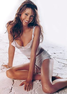 Shannon Elizabeth Unsigned 8X12 Photo  25