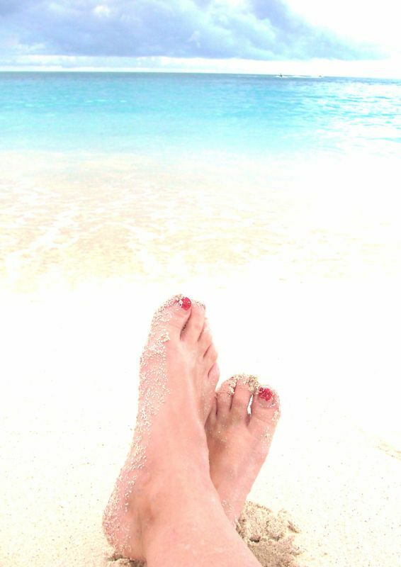 Toes Red Nails Digital Paradise Island Cabbage Beach Bahamas / Cemetery Flowers