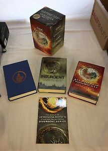Divergent, Insurgent, Allegiant book package Veronica Roth