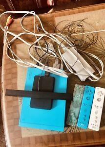 Nintendo Wii in blue, Three Controllers, Toshiba Hard 200 Games