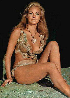 RAQUEL WELCH ONE MILLION YEARS B.C. SUPER SEXY CAVE GIRL PHOTO