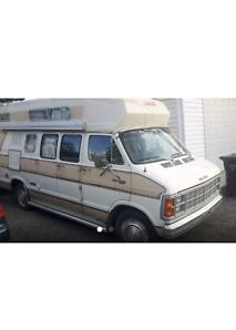 ***. 1978 DODGE 300 CAMPER VAN. COMPLETELY RENOVATED***