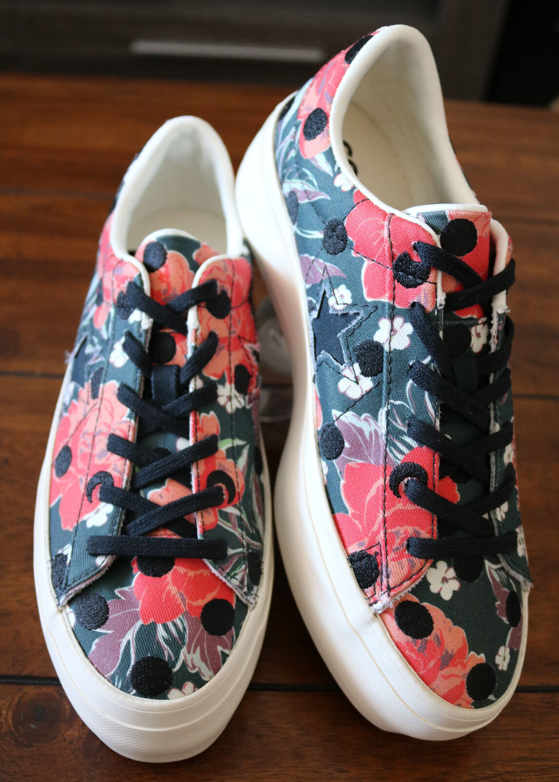 a0f6e4ad93f9 Converse Women s One Star Platform Ox Low Top Black Nectarine Egret 560698C  6.5