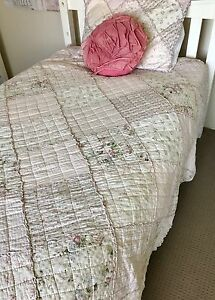 King single bedspread + pillow case + rose pillow Lilli Pilli Sutherland Area Preview