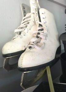 Girl's size 2 figure skates perfect condition