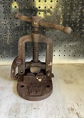 Vintage Rl Bench Mounted Pipe Vise For 18 To 4 Pipes Made In Usa