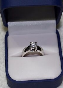 Stunning engagement ring for sale