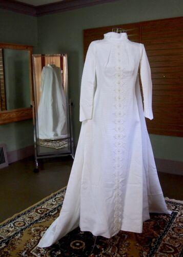 Vintage 1960s White Wedding Dress 12 Stripe Lace Applique Bridal Gown with Train