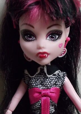 MONSTER HIGH DRACULAURA DOLL - SUPER COOL TO COLLECT - FREE SHIPPING! - Super Monster High