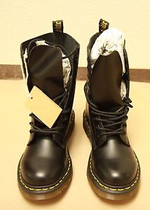 Brand new Dr. Martens 1490 boots, US 6, black