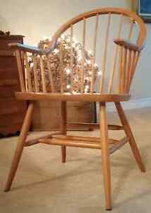 Great Deal 6 Round back solid maple kitchen chairs