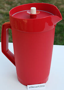 New Tupperware Classic 1/2 Gallon Pitcher with push top seal New