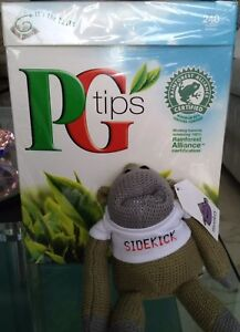 NEW ORIGINAL PG Tips Monkey Sidekick Johnny Vegas Xmas Stocking Filler Keyring