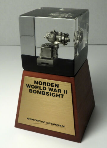 """NORDEN BOMBSIGHT MODEL IN 2.5"""" LUCITE CUBE ON WOOD BASE with BRASS NAMEPLATE"""