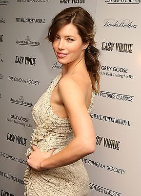 Jessica Biel Unsigned 8X12 Photo  24