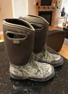 Boys size 3 Bogs Winter Boots