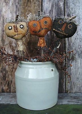 PATTERN~on cd/PRIMITIVE/ HALLOWEEN/HAUNTED PUMPKIN STICKS/JACKS/FALL/POKES/pt30](Halloween Pattern)
