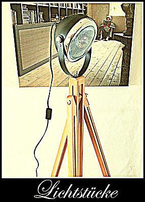 Tripod Stativ Steh Lampe - Leuchte - Scheinwerfer mit LED - Bauhaus  - Art Deko