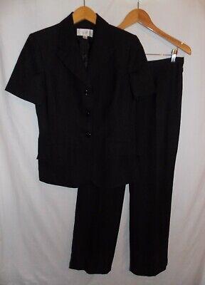 Le Suit Pant Suit 2 PC Jacket Pants Short Sleeve Ladies Size 10 Petite Black