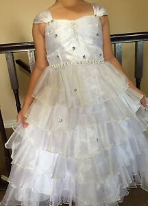 Gorgeous white dress great for flower girl and communion size 08 London Ontario image 5