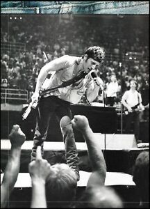 Bruce Springsteen live onstage classic 8 x 11 b/w pin-up photo print