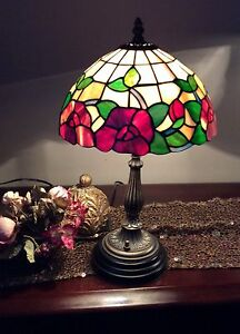 Tiffany Table Lamp -Excellent Condition