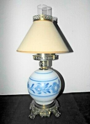GONE WITH THE WIND SHADED 3-WAY BLUE FLORAL THEMED MILK-GLASS HURRICANE LAMP - Blue Hurricane Lampe