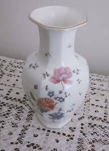 WEDGWOOD ROSEMEADE VASE 24 x x12.5cm bone china Flower octagonal Carrum Kingston Area Preview