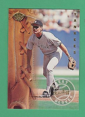 1995 Leaf Great Gloves Wade Boggs New York Yankees #4 (KCR)